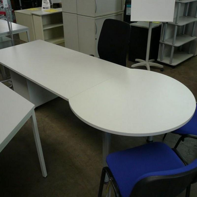 Ht schreibtisch mit besprechungsanbau b rom bel direkt for Schreibtisch rund